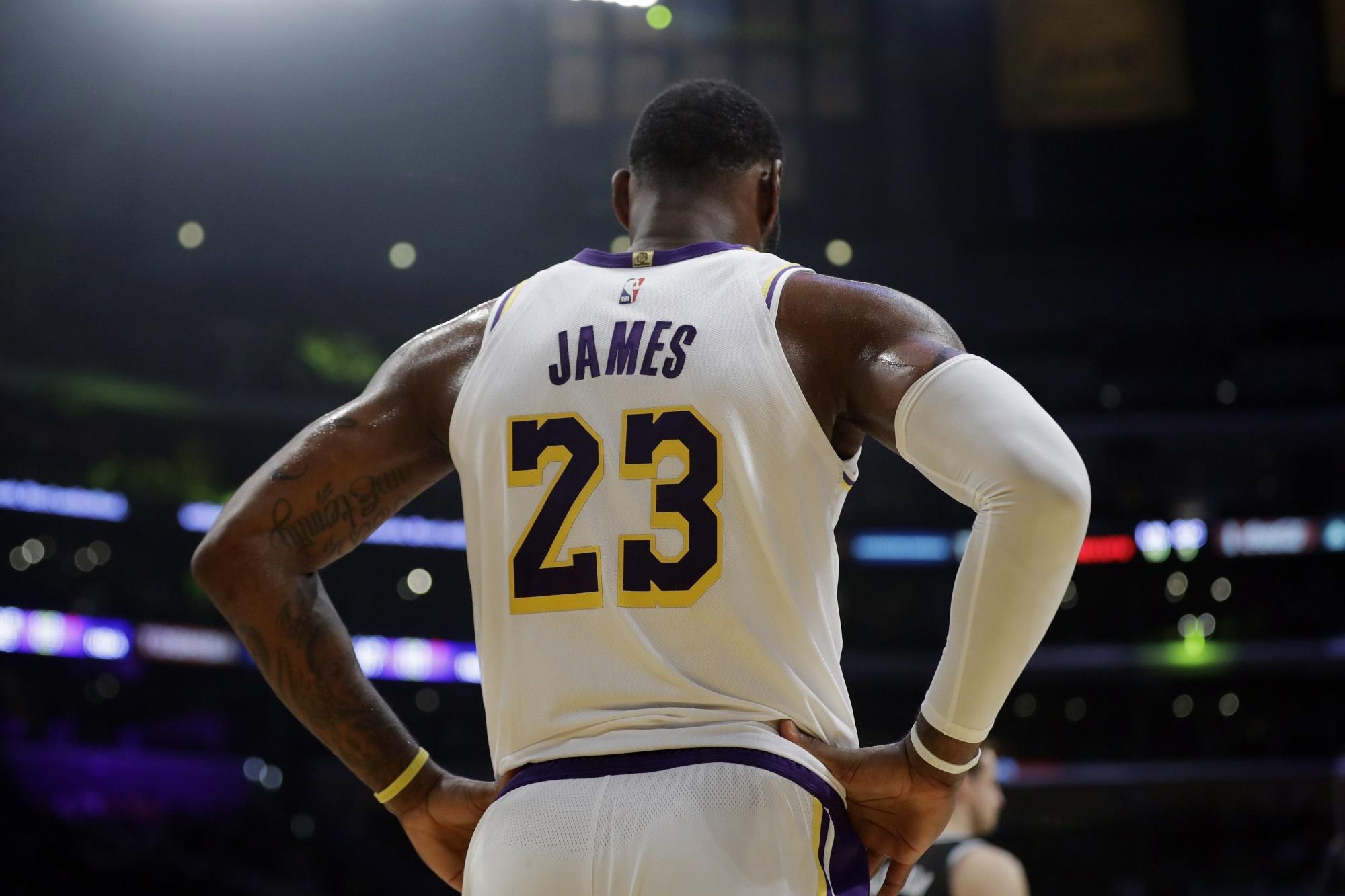 LeBron James, Los Angeles Lakers vs Sacramento Kings at Staples Center