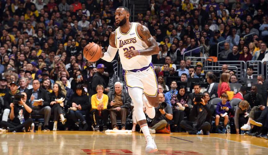 LeBron James, Los Angeles Lakers vs Dallas Mavericks at STAPLES Center