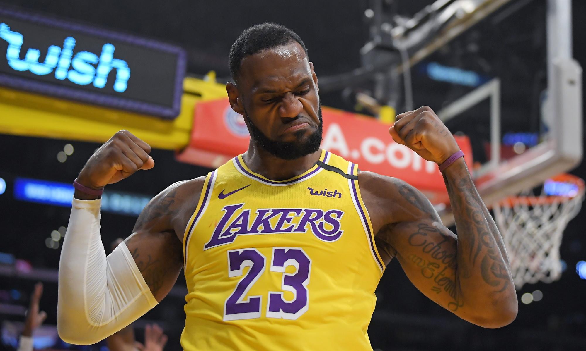 LeBron James, Los Angeles Lakers vs New York Knicks at STAPLES Center