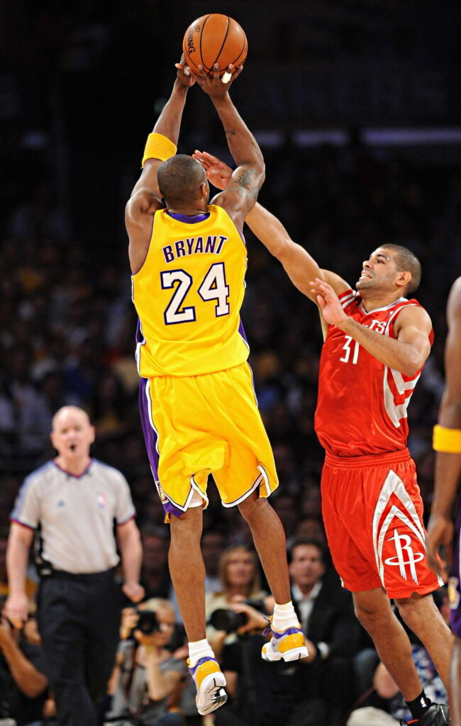 Shane Battier #31 of the Houston Rockets defends against Kobe Bryant #24 of the Los Angeles Lakers in Game Two of the Western Conference Semifinals during the 2009 NBA Playoffs at Staples Center on May 6, 2009 in Los Angeles, California. The Lakers won 111-98.