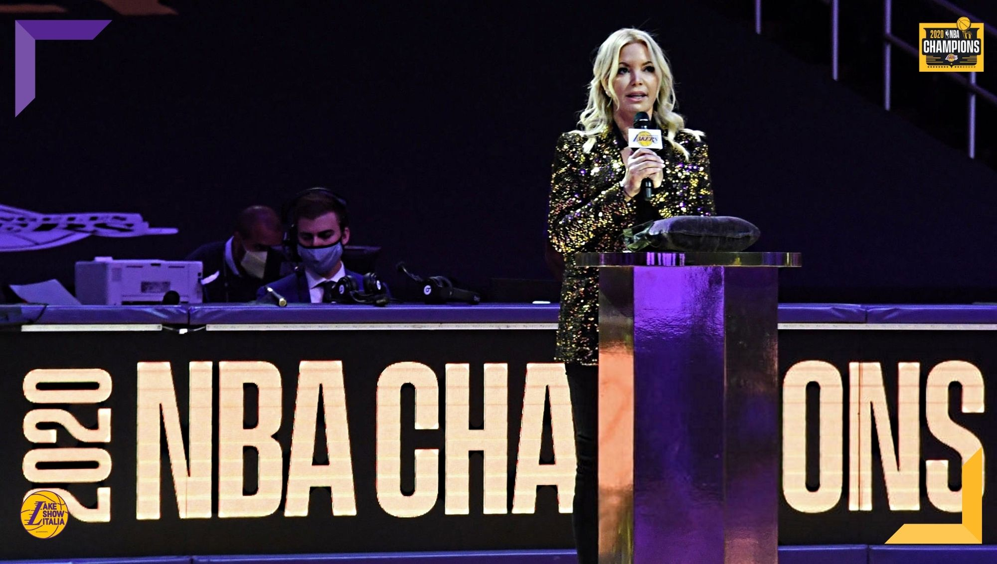 Jeanie Buss si racconta: la fiducia del padre, i legami con Magic e Phil, i rapporti con Kobe e LeBron. La storia dell'owner dei Los Angeles Lakers.