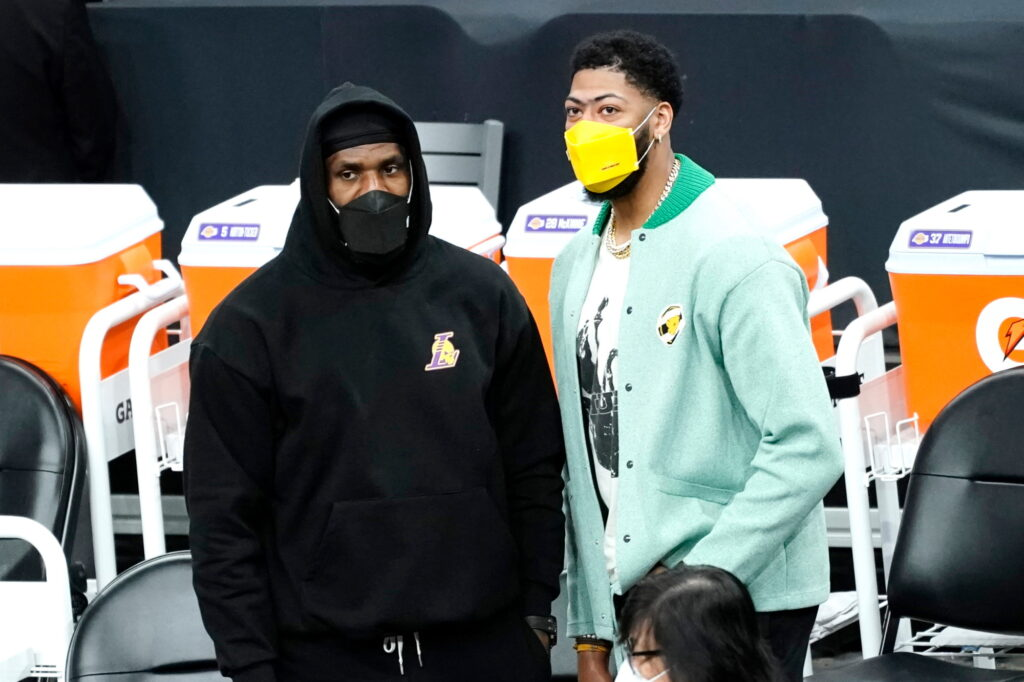 LeBron James and Anthony Davis, Los Angeles Lakers vs Phoenix Suns