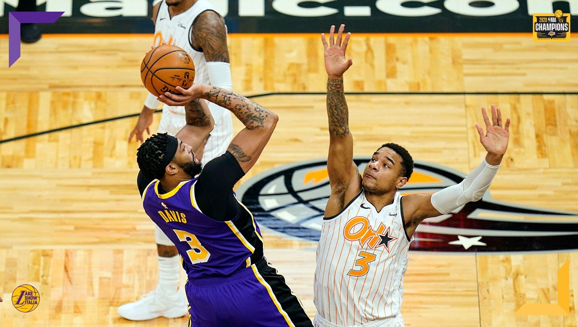 Dopo tre sconfitte consecutive i Los Angeles Lakers ritrovano il successo contro gli Orlando Magic. Davis in ripresa, Schröder decisivo nel finale.