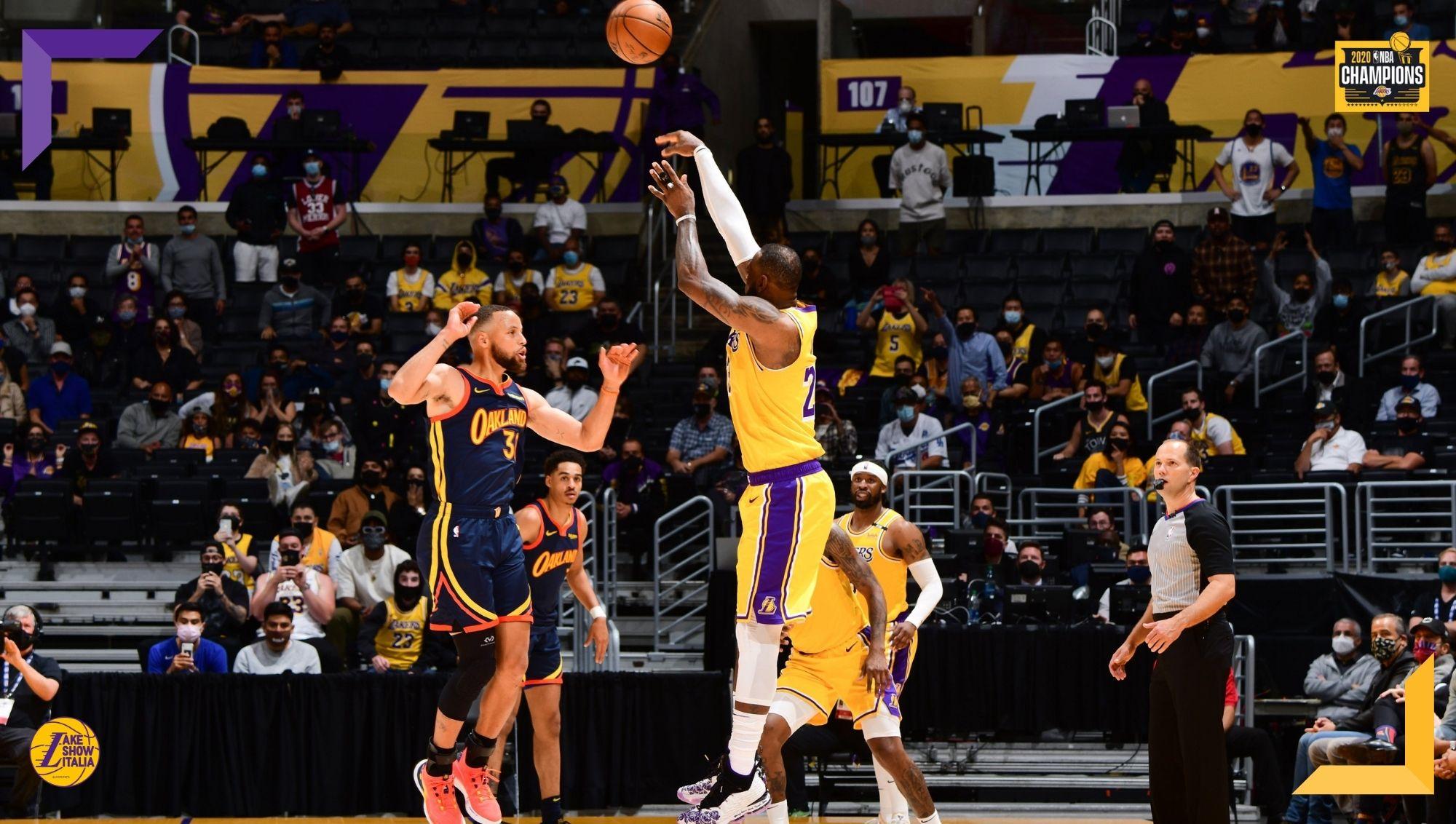 I Los Angeles Lakers vincono contro i Golden State Warriors e conquistano il settimo seed. LeBron James realizza il game-winner e beffa Curry.