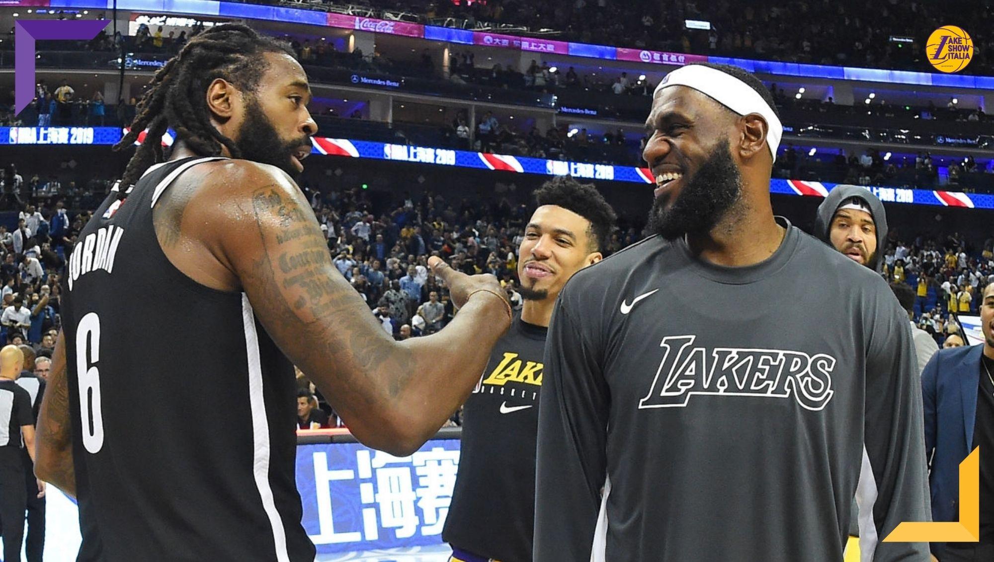DeAndre Jordan, appena ceduto dai Nets, ha raggiunto l'accordo per il buyout coi Pistons. Nei prossimi giorni firmerà coi Los Angeles Lakers. (DeAndre Jordan and LeBron James, photo by Andrew D. Bernstein, NBAE via Getty Images)